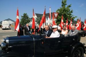H.E. Grev Ingolf, Grevinde Sussie og Bertel Haarder i Ford A.